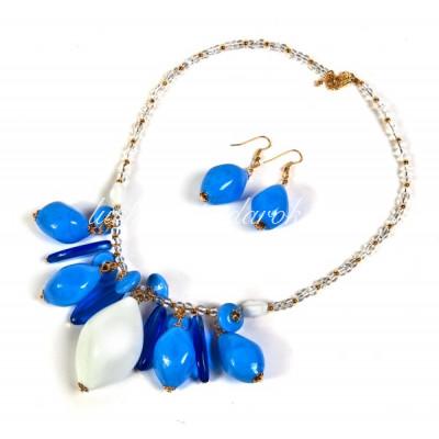 Колье с бело голубыми с воздушными бусинами из Муранского стекла