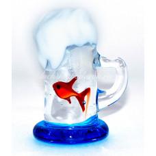 Фигурка кружка пива с  с рыбкой из муранского стекла